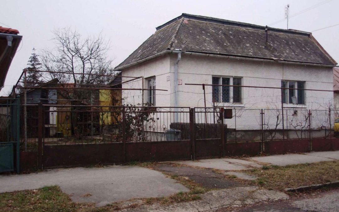 rodinny-dum-v-michalovcich-na-slovensku-pohled-pred-rekonstrukci